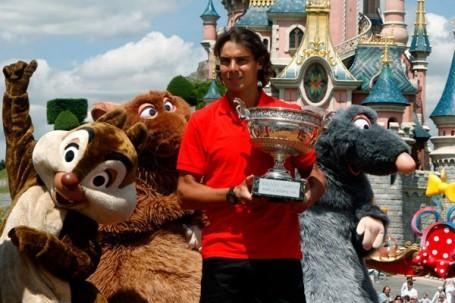 El español, que ganó Roland Garros, figura desde hoy como nuevo N° 1 del mundo al desplazar a Federer; el tandilense, que se recupera de una operación en la muñeca, desciende en el ranking